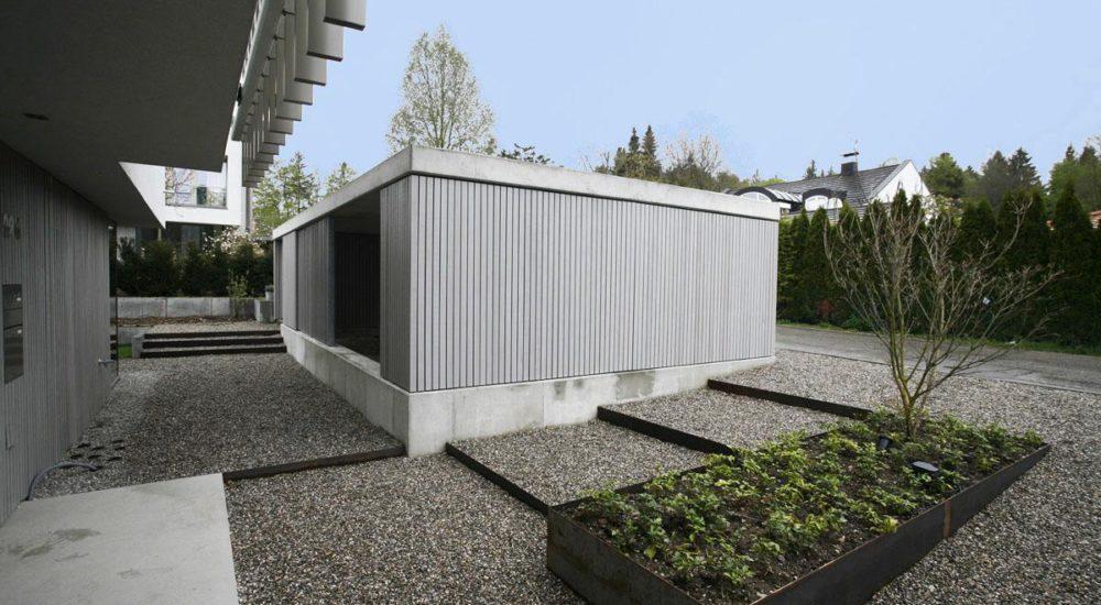 Außenfassade aus grau lasiertem Douglasienholz