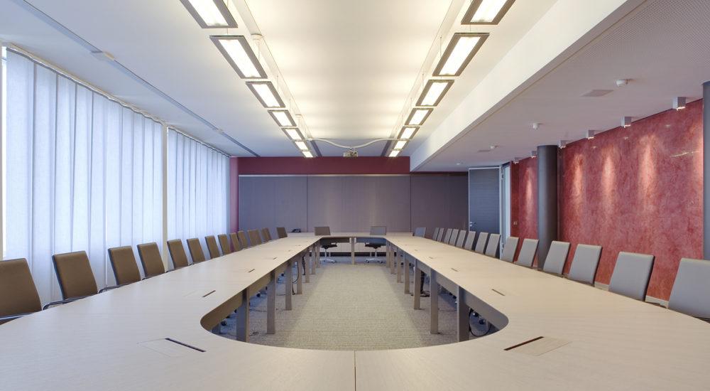 Der Konferenztischbietet jedem Teilnehmer optimale Sicht